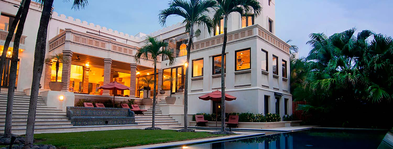 Majestic Beachfront 8,500 sq. ft. (800m²) 4-Bedroom residence, Designed by Abraham Valenzuela.