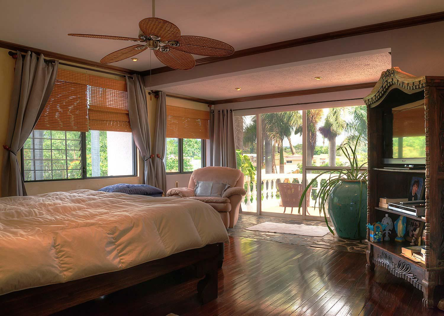 Costa Rica, Real Estate, Golf front, Home for sale, private pool, guest house, 7 bedrooms, 6 bathrooms, Cariari Golf Course, estate, golf properties, 9th hole view