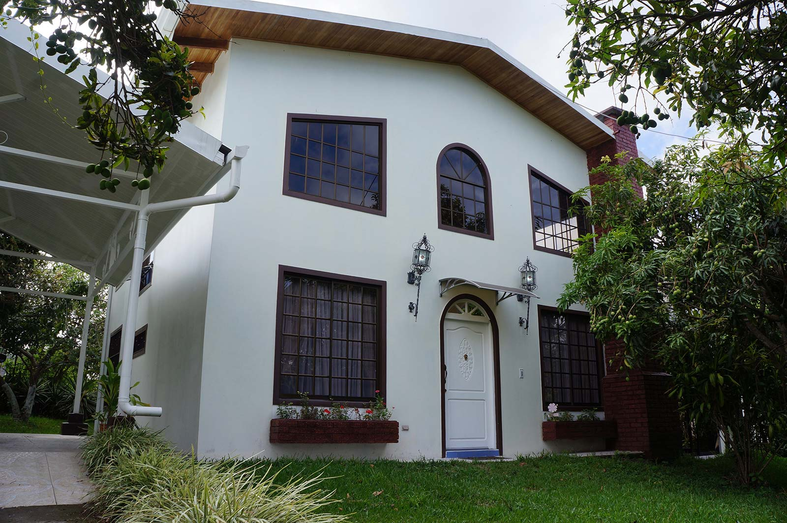Gorgeous and spacious home for rent in heredia id code 3220 for Costa rica house rental