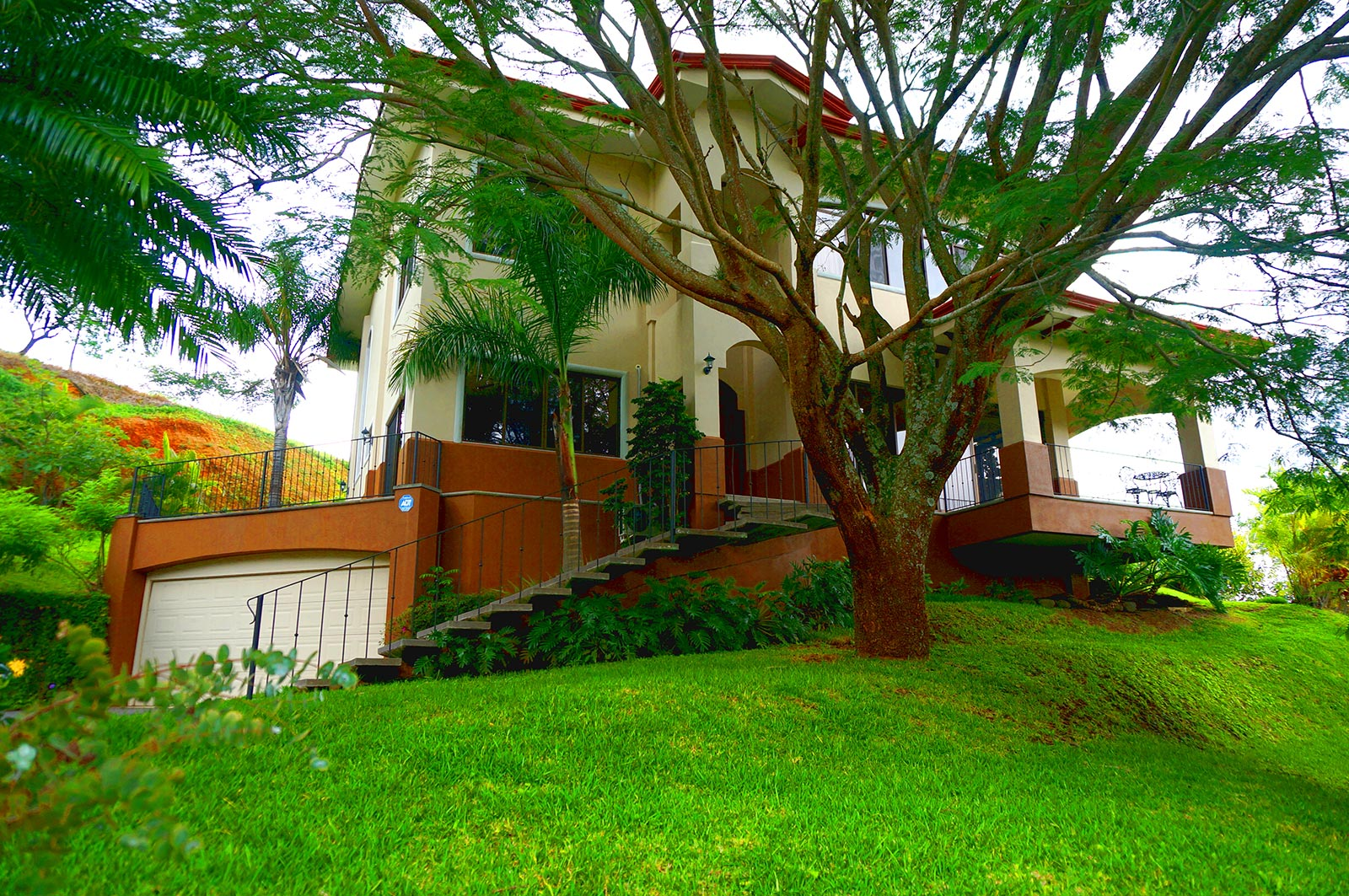 Great residence in exclusive compound in Ciudad Colon