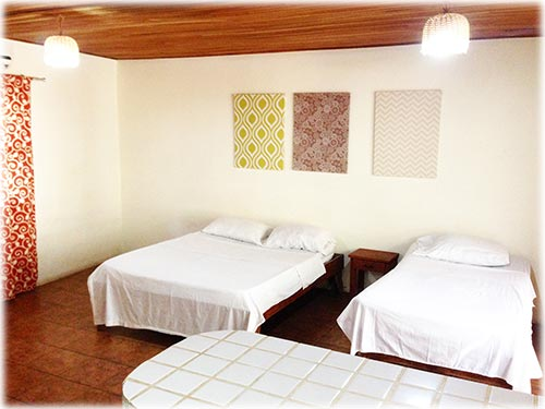 Hotel Chocolate consist of a 5-stars Hostel located in the famous beach town of Playa Tamarindo.
