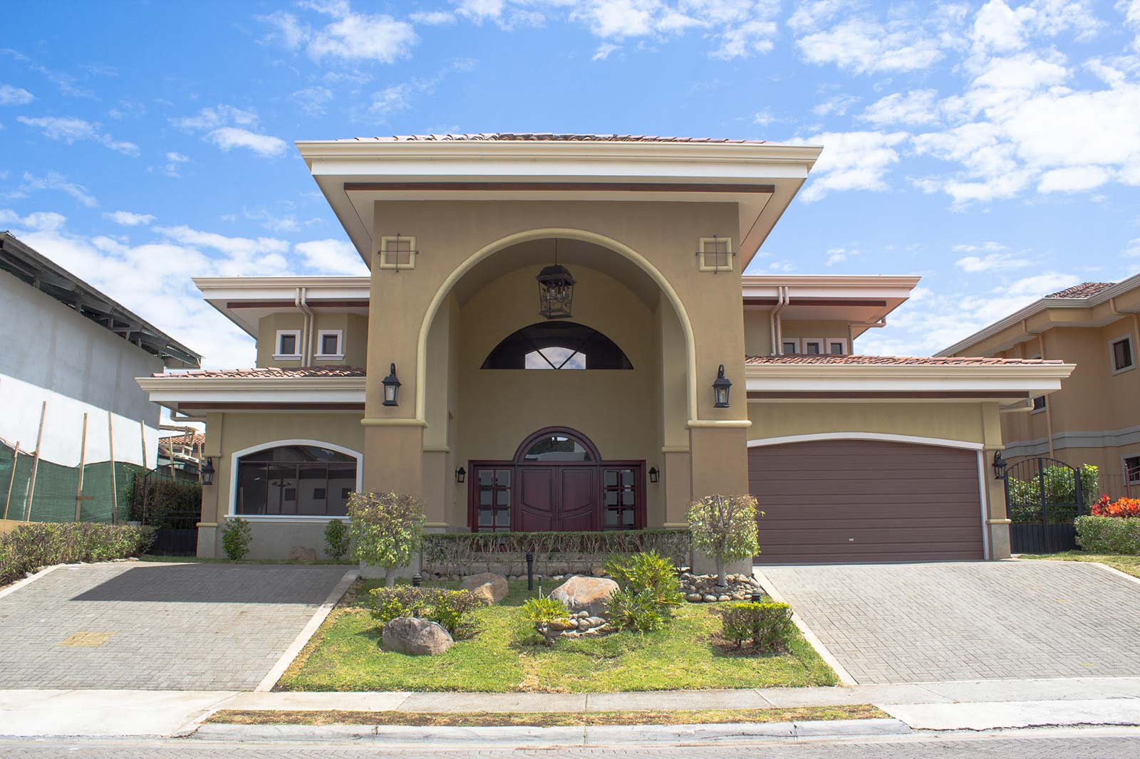 Single Family Home in Hacienda del Sol Premier Gated Community of Santa Ana with swimming pool and tennis