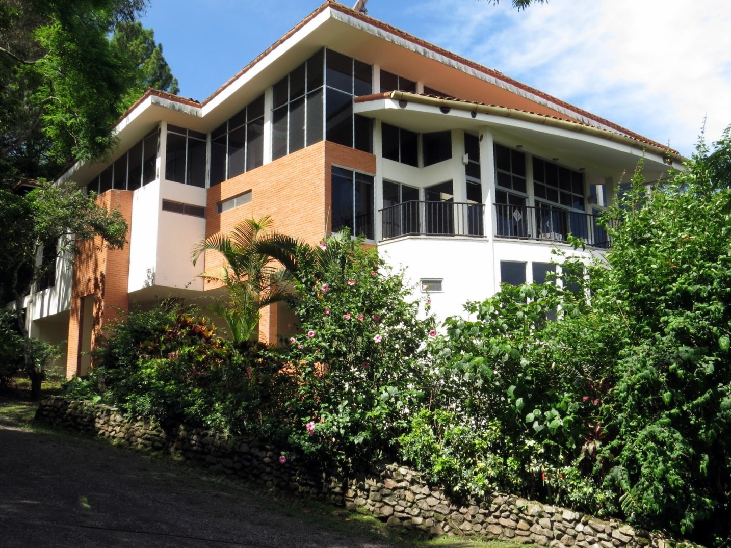 Beautiful Beautiful Modern Luxury 3 Story Mountain House For Sale In Santa Ana  Surrounded By Nature ...