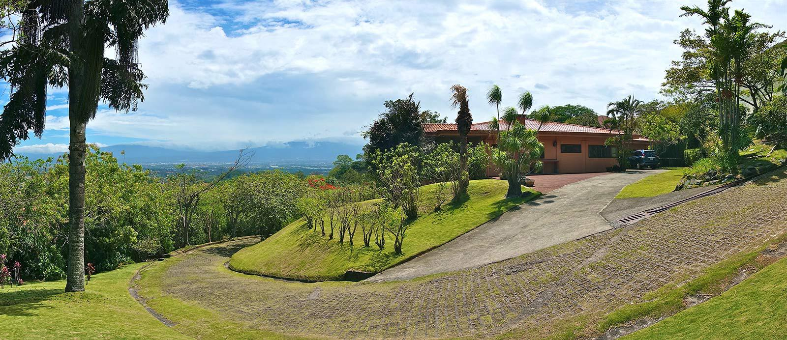 Villa Tucanes, Priceless Lifestyle in Santa Ana hills