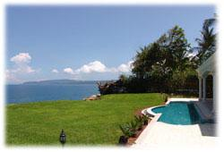 House for sale with ocean front in Costa Rica