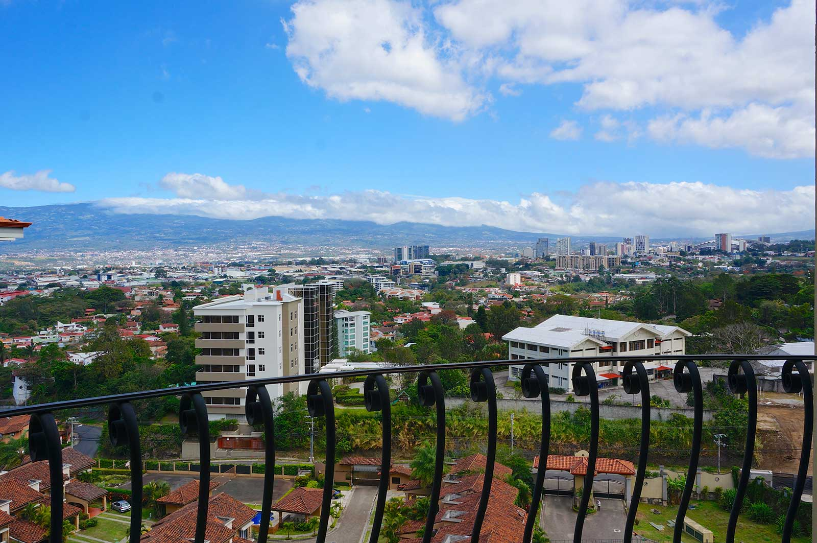 Best Price for Top Floor and Prime View in Escazu