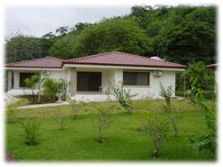 houses in Guanacaste, rental income.